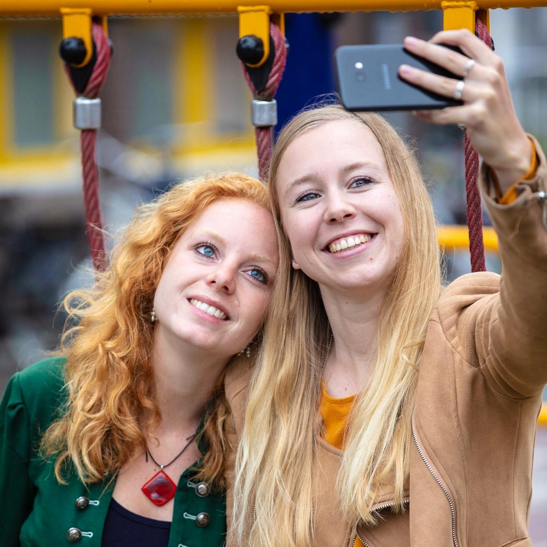 Meisjes die een selfie maken
