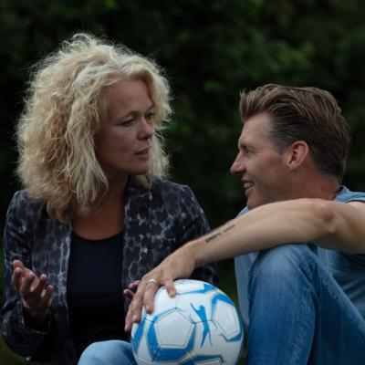 Man en vrouw met bal